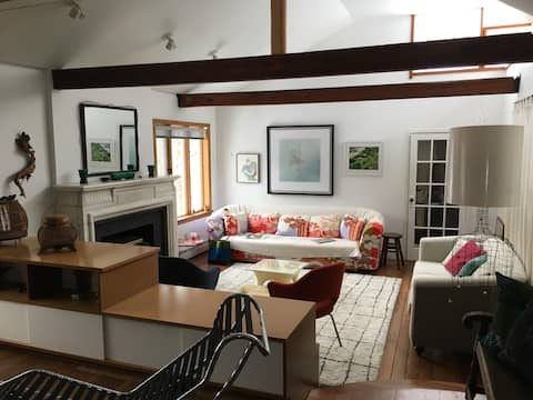 Beautiful modernist 3 BR home