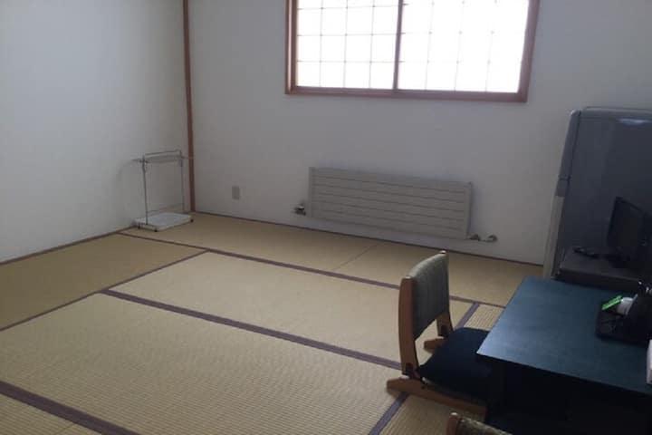 Japanese-style room 8 tatami mats