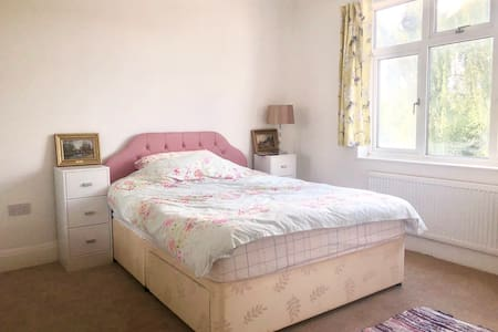 Chelmsford Room 5 min to Station Near City Centre