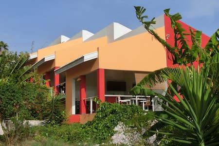 Komfortable Unterkunft im tropischen Garten - Willemstad