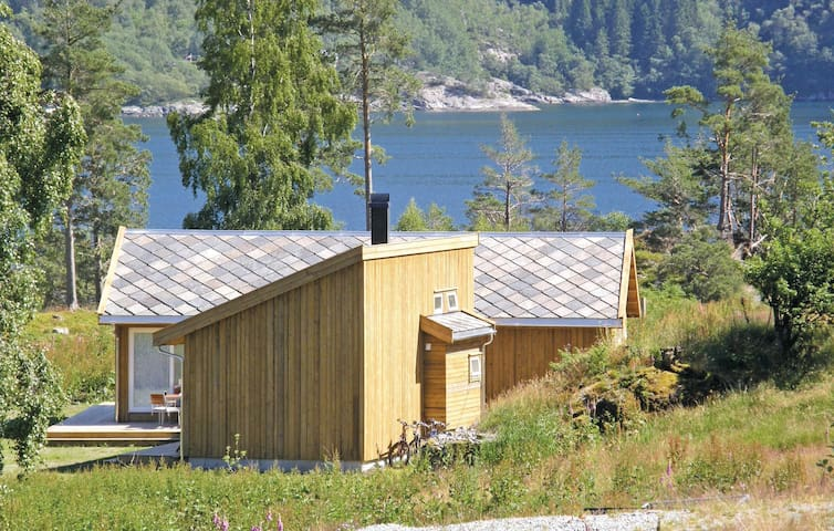 Holiday cottage with 4 bedrooms on 90 m² in Hjelmeland