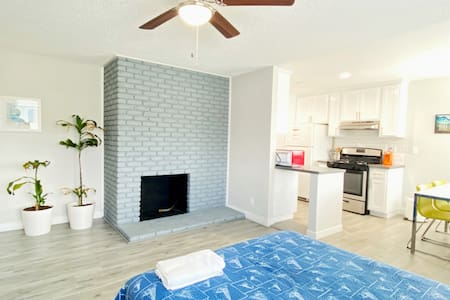 CLEAN SAFE, BRAND NEW 3BR Home - Parking, Wifi