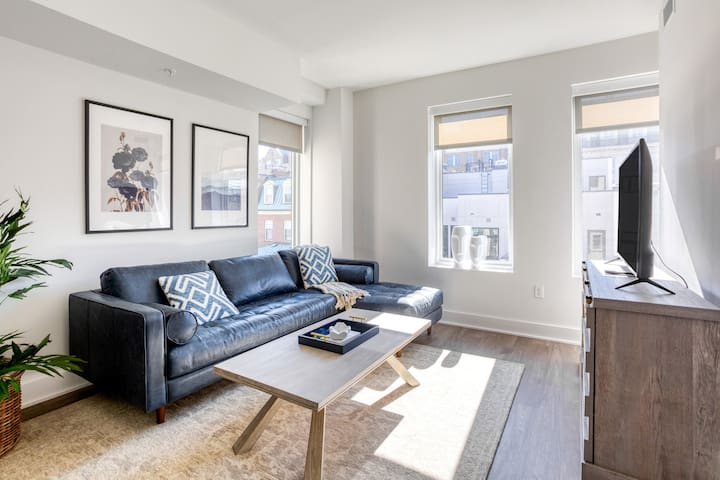 Modern & Airy 2BR in Dupont Circle w/ Gym by Zeus