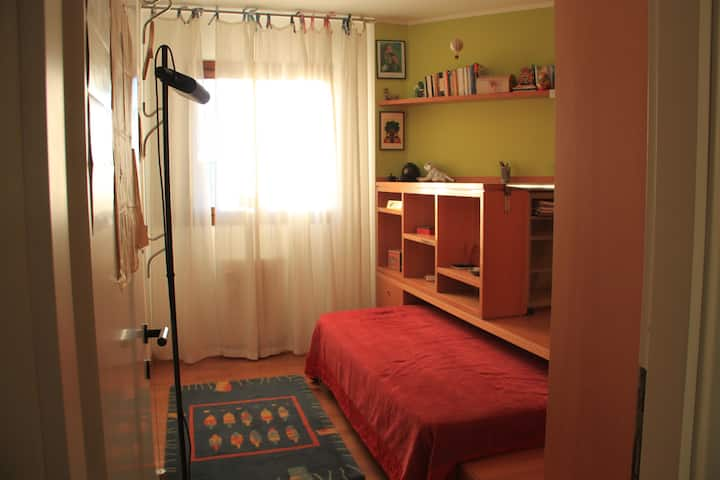 Cosy single bed and studio with private bathroom