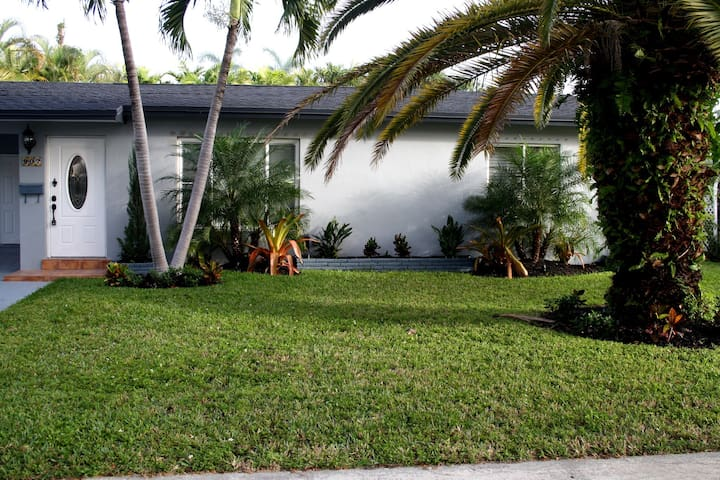 Nice Hallandale 3/2 with jacuzzi! - Hallandale Beach - House