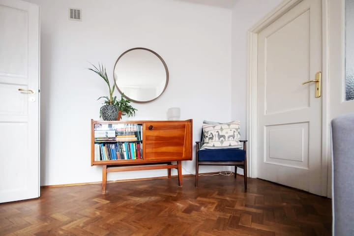 Old Mokotow apartament 2minutes from Metro Station