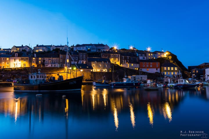 250yards from Harbour with parking - Mevagissey  - Hus
