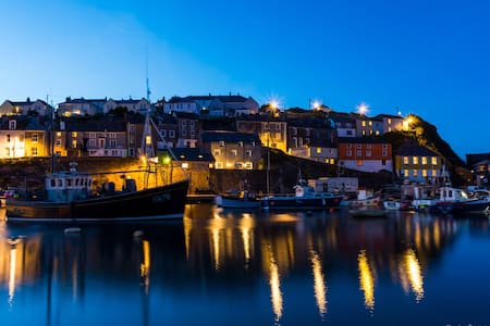 250yards from Harbour with parking - Mevagissey  - Rumah