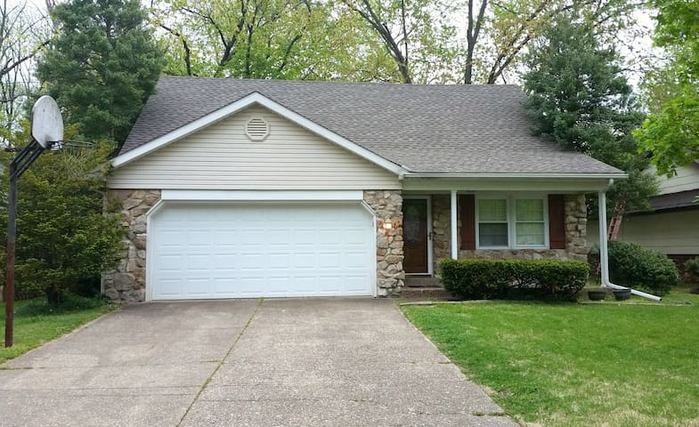 Convenient Eastside Evansville 3 BR, 2.5 Ba