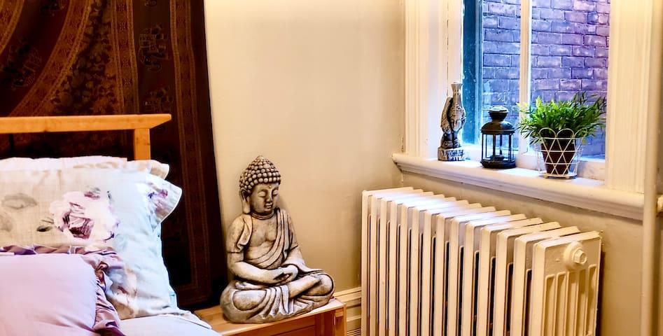 Zen Space in the Byward Market -Free Parking