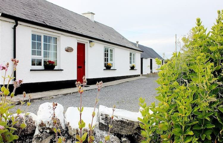 Donegal Cottage on Wild Atlantic Way 180 Sea View - Mountcharles - Cabin