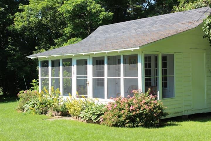 Quaint Cottage by Lake Champlain, NY