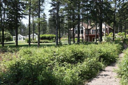 Spectacular Garden Chalet in woods - Wausau - บ้าน