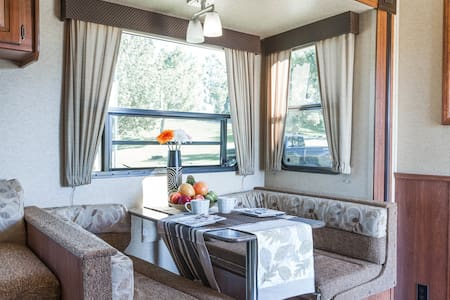 San Dimas RV Trailer with 6 beds
