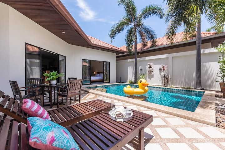 AnB poolvilla 2BR  with private beach in pratamnak