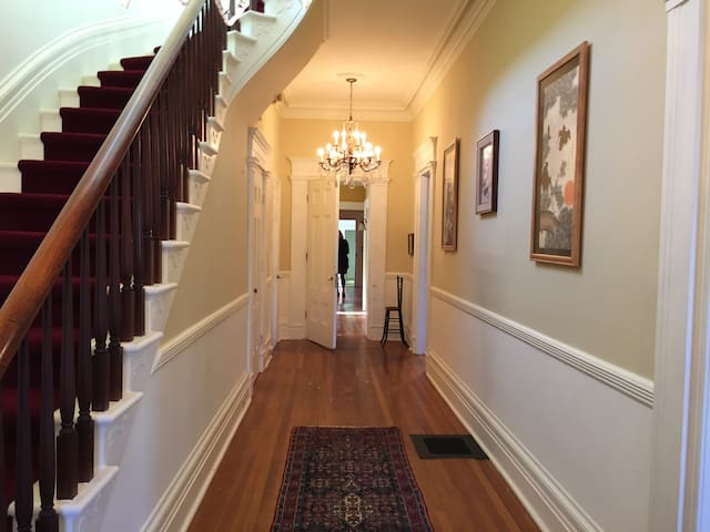 Saratoga area.  Large historic home. Sleeps 12. - Greenwich