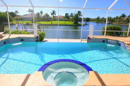 Fabulous waterfront Poolvilla Bellagio Boat option - Cape Coral