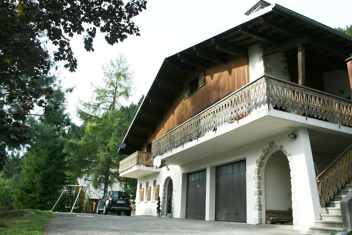 The chalet and downstairs apartment with shared driveway