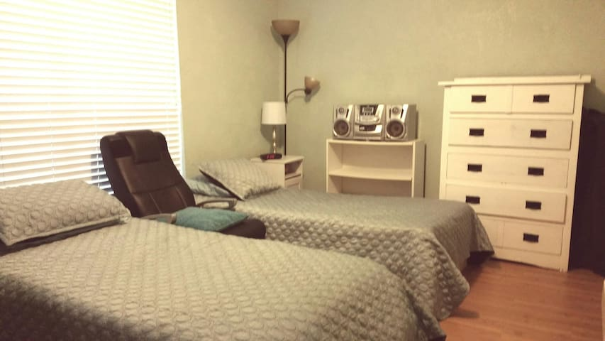 Clean and confortable  2 beds+1sofa - Houston - House
