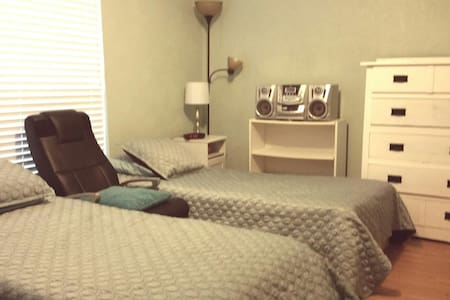 Clean and confortable  2 beds+1sofa - Houston
