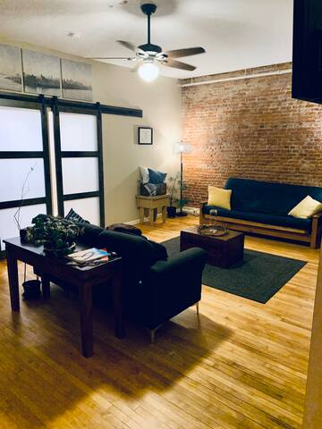 Modern & Spacious 3 Bedroom in Downtown Norwich!