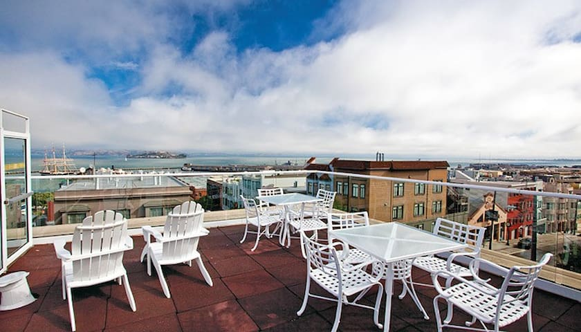 Fisherman's Wharf 2BR Hotel with Rooftop Sun Deck