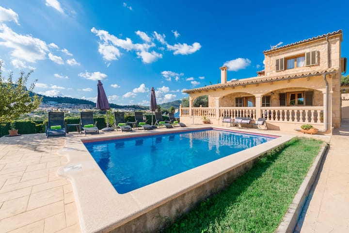 SOLLUNA - Villa with private pool and beautiful views to the town of Son Servera, located only 3 km away from Cala Bona.