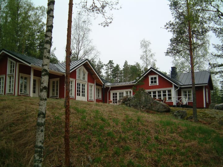 Skogshyddan - a villa by the sea.