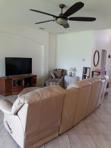 Great room with 2 recliners