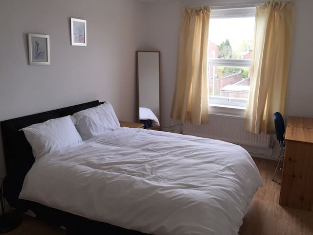 Large Room Elstree and Borehamwood - Borehamwood - Casa