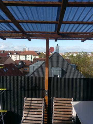 Neu Renovierte 4-Zimmer Wohnung mit Balkon
