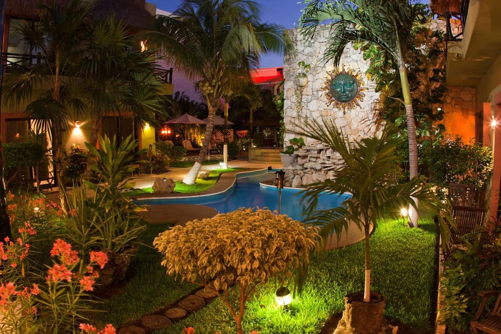 Downtown oasis 1 2 block to 5th avenue boutique for Best boutique hotels playa del carmen