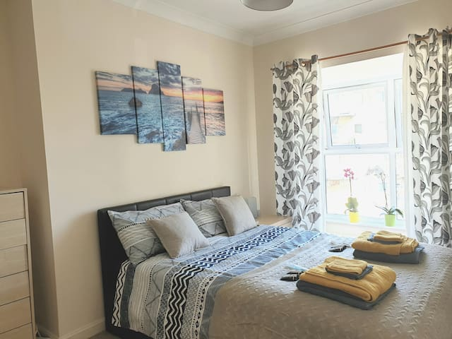 Comfortable 2 bedroom flat 5min walking from Excel