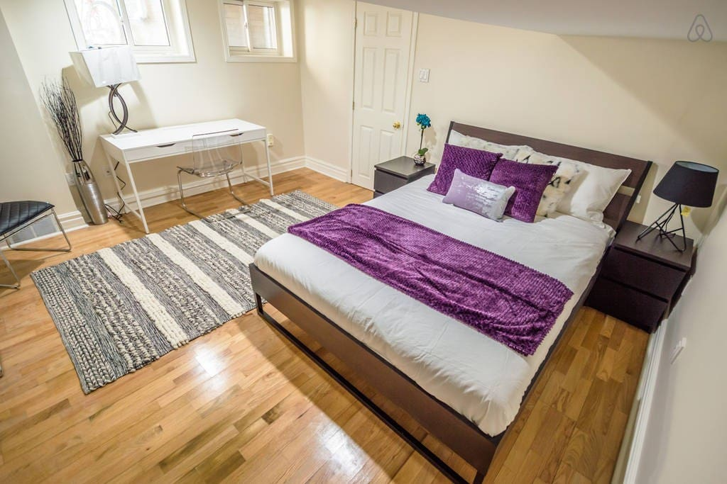1 Bedroom Apartment Mysticc Purple Little Italy