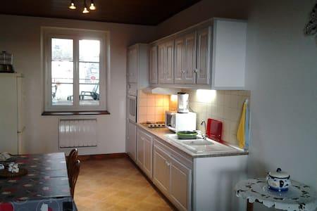 appartement dans maison de village - Saint-Amans-des-Cots