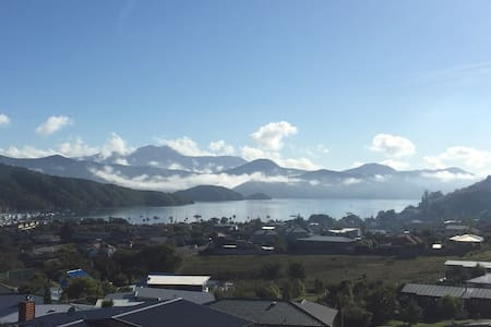 Marlborough Sounds - enjoy the view - Waikawa