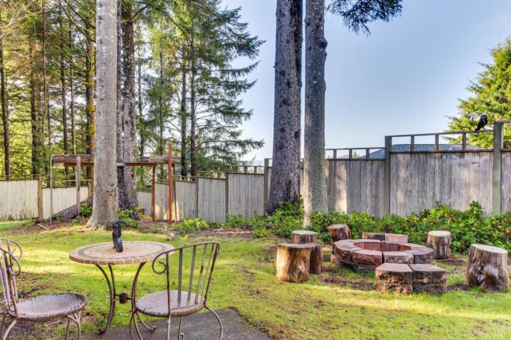 Backyard with (shared) firepit
