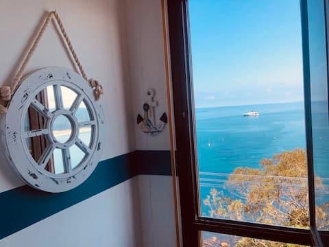 La casina de las espectaculares vistas al mar.