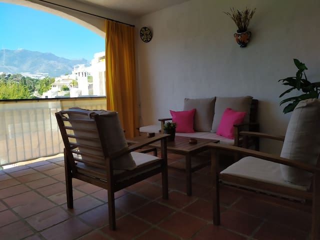 Nice apartment close to the beach (500mts) one bedroom with doble bed and one sofa bed in the living room  2 swimming pools , near of supermarket , restaurants , pubs and public transport to go to malaga ,and excellents views.