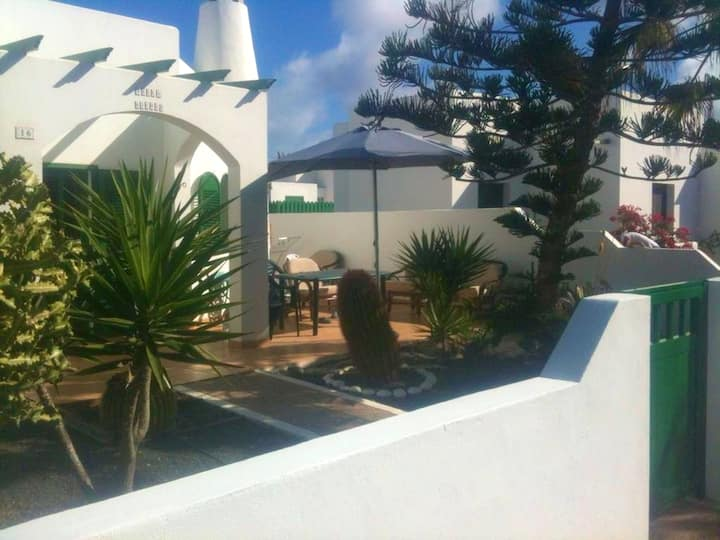 Apartment with 2 bedrooms in Montaña Roja, with wonderful sea view, shared pool, enclosed garden