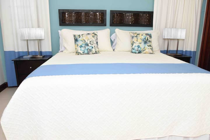 Cozy 3 BDR  Home at Seashore Place