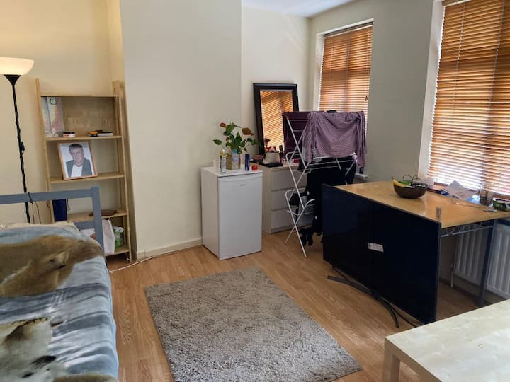 Perfect Location & Very Spacious Room...