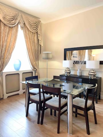 Queens gate. South Kensington Spacious Sleeps 6