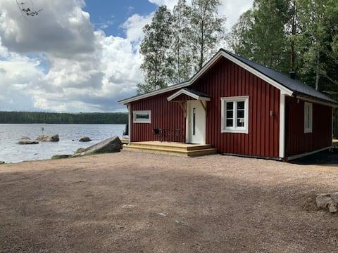 Sommarstuga/cabin vid grundsjön