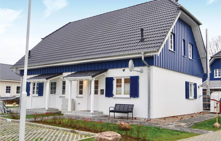 Semi-Detached with 3 bedrooms on 81 m² DMR635