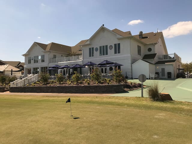 Golf Resort with Many Amenities/2 Bedroom/2 Bath