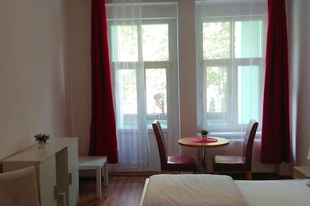 Centrum, Cozy, Clean Room, Single Bed (no fees)