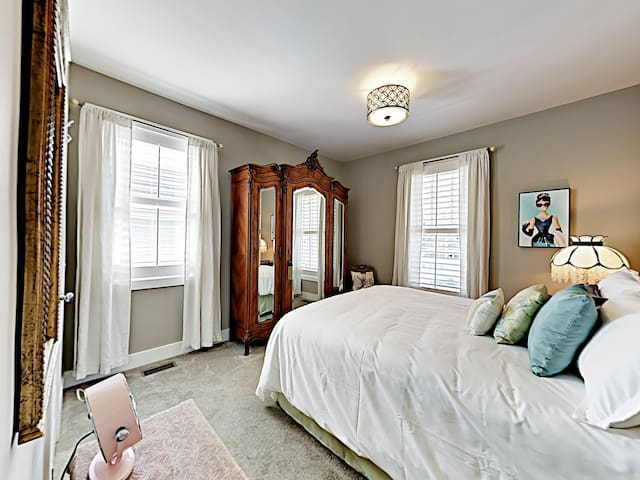 Comfort awaits in a welcoming 3rd bedroom, furnished with a lovely queen-size bed.