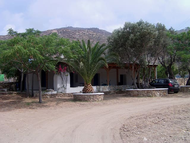 Traditional Summer House - Milopotas - Casa