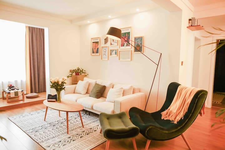 『有所』❣ 120平新装两居/近高速口 高铁/家庭影院/乳胶床垫